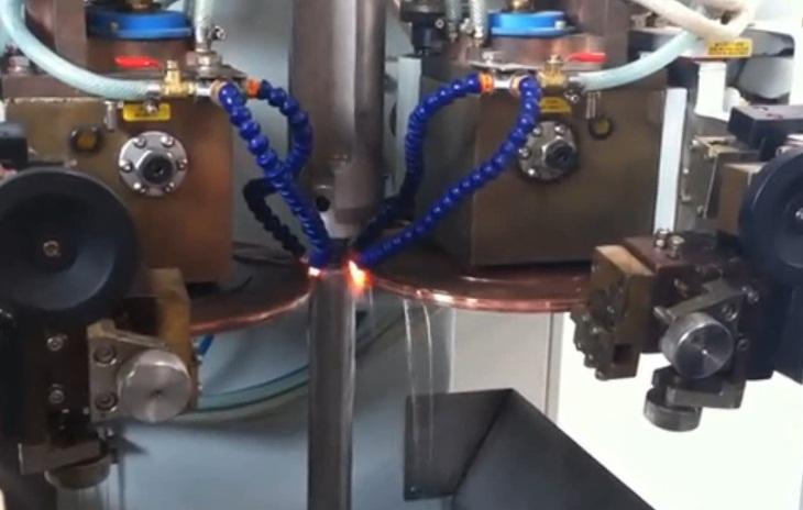 сварка резервуара амортизатора контактной шовной сваркой
