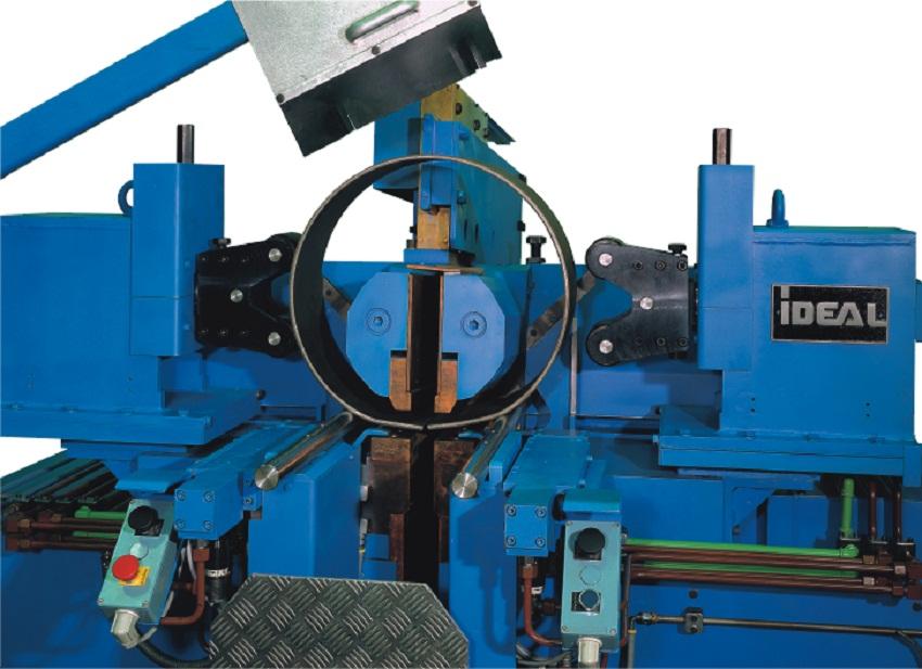 Машина контактной стыковой сварки плавлением для колес легкового и легкого коммерческого транспорта