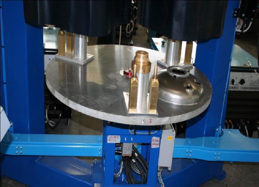 Установка для сварки кольцевых швов с тремя станциями вращения горелки