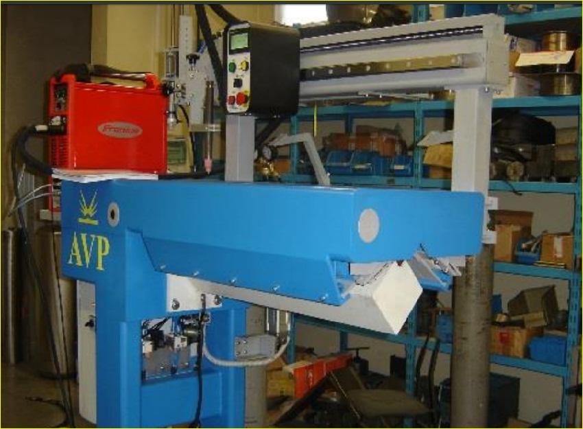 Установка для сварки продольных швов в исполнении для сварки угловых соединений