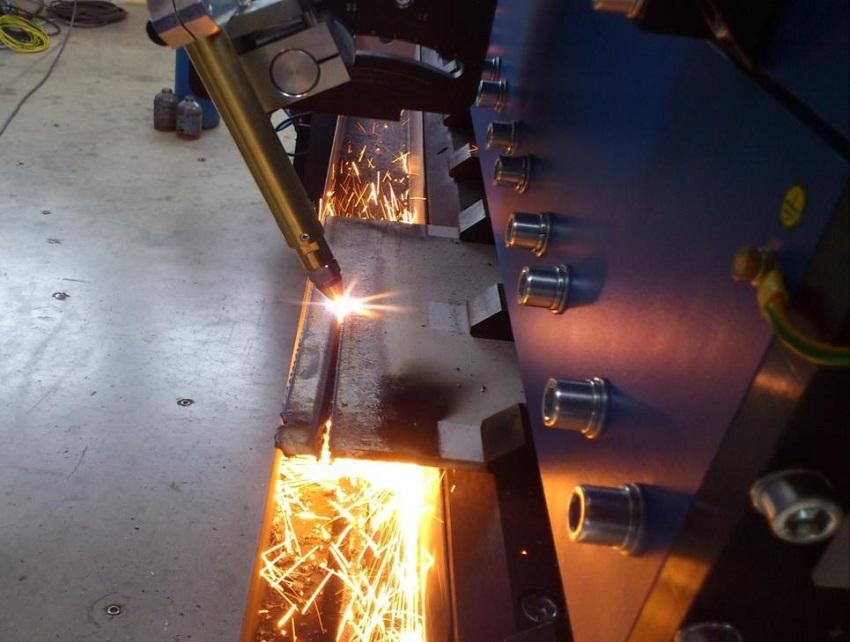 Машина для сращивания листа при изготовлении балок - подготовка кромки под сварку